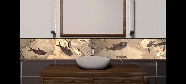 壁面に組み込まれた魚群化石ボードと洗面化粧台